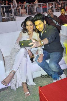Esha Gupta At Cama Awards In Ahmedabad