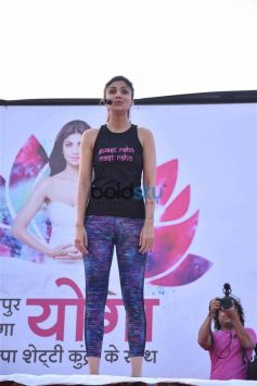Shilpa Shetty Performs Yoga In Jaipur