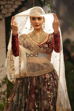 Dia Mirza Walks Ramp For Designer Anju Modi At ICW 2017