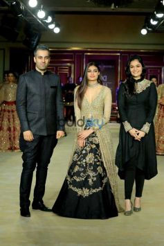 SHYAMAL AND BHUMIKA SHOWCASE FOR THE FIRST TIME AT INDIA COUTURE WEEK 2017