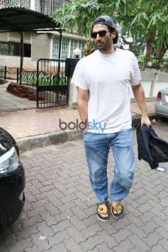 Aditya Roy Kapoor And Sussanne Khan Spotted At Bandra