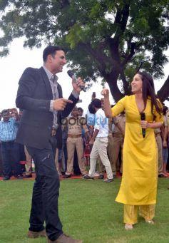 Akshay Kumar and Bhumi Pendekar promotes Toilet Ek Prem Katha at Taj Mahal