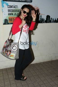 Ameesha Patel Spotted At Juhu PVR
