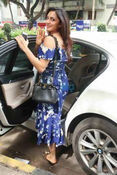 Kiara Ali Advani Spotted At Salon In Juhu
