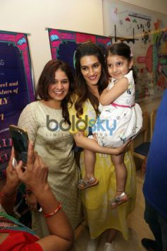 Kriti Sanon and Ayushman Khurana Promote Bareliey Ke Barfi Delhi.