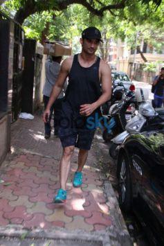 Sara Ali Khan Sushant Singh Spotted At Abhishek Kapoor Khar