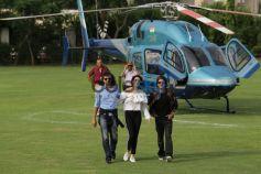 ShahRukh Khan and Anushka Sharma arrives on Helicopter in Delhi