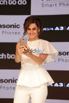 Taapsee Pannu Mobile Launch