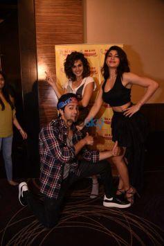 Varun Dhawan,Jacqueline Fernandez And Taapsee Pannu At Radio Mirchi