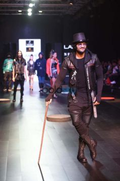 Vidyut Jamwal And Ali Fazal At Lakme Fashion Week