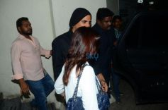 Akshay Kumar With Wife Twinkle khanna Spotted At Juhu PVR Mumbai