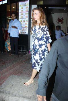 Karishma Kapoor,Lara Dutta And Iulia Vantur Spotted At Bandra
