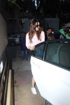 Kriti Sanon And Sister Snapped In Clinical
