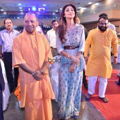 Shilpa Shetty With Uttar Pradesh Chief Minister Yogi Adityanath At SafaiGiri Awards, In Lucknow