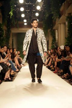 Sidharth Malhotra To Walk For Designer Siddartha Tytler In Delhi