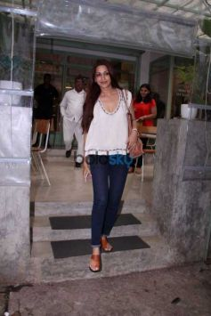 Sonali Bendre Snapped At The Kitchen Garden