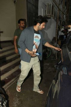 Varun Dhawan Spotted At Shoojit Sircar Office