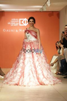 Deepika Padukone Walked The Ramp For Designer Gauri And Nainika In New Delhi
