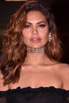 Esha Gupta Visit Mis Diva Contest At Mahi Banquet