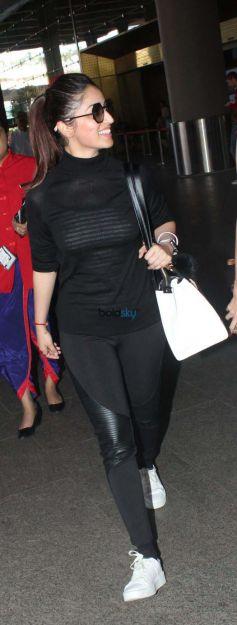 Kangana Ranaut And Yami Gautam With Her Sister Spotted At Airport