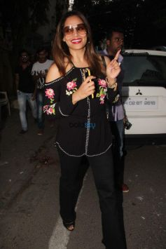 Karan Singh Grover And Bipasha Basu Spotted At Indigo