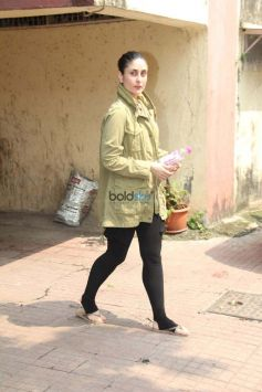 Kareena Kapoor,Malaika Arora And Others Spotted At Bandra