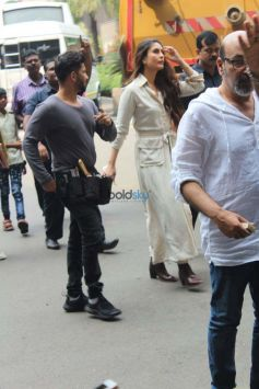 Kareena Kapoor Shoot For Her Upcoming Movie At Mumbai International Airport