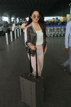 Kiara Advani Spotted At Airport