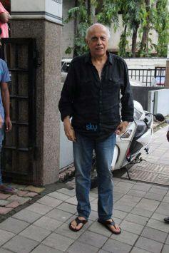 Pooja Bhatt,Diljit Dosanjh,Emraan Hashmi And Mahesh Bhatt Spotted At Vishesh Films Office