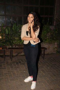 Saiyami Kher Spotted At Pallivillege Cafe