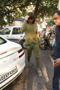 Zaira Wasim,Ranveer Singh And Sidharth Roy Kapur Spotted At Aamir's Khan House