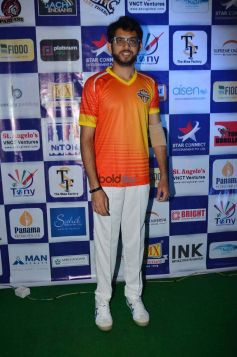 Aaditya Thackeray And Sohail Khan Play Underarm Cricket At TPL To Motivate The Youth To Play Sports
