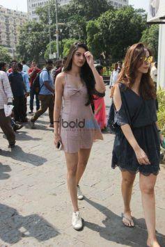 Gauri Khan, Shweta Bachchan Nanda And Others Snapped To Alibaug For SRK Birthday