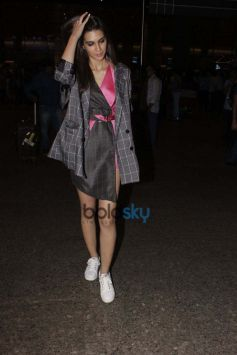 Kriti Sanon Spotted At Airport