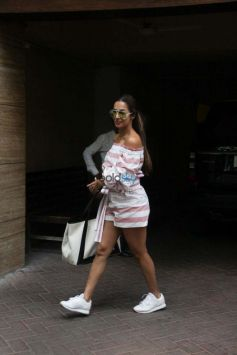 Malaika Arora Khan Spotted At Bandra