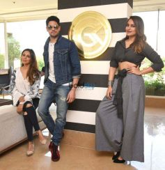 Sidharth Malhotra And Sonakshi Sinha At Gauri Khan Store