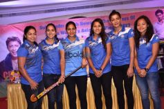 Sukhwinder Singh With Players Of Indian Women's Hockey Team