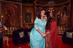 Vidya Balan And Manav Kaul On The Sets Of The Show Aunty Boli Lagao Boli