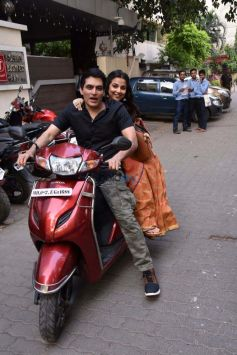 Vidya Balan And Manav Kaul Promote Tumhari Sulu On A Scooty