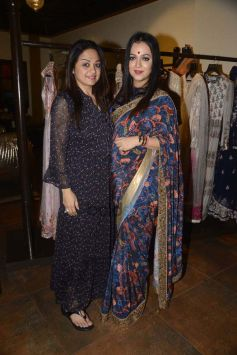 Aarti Chhabria And Tanishaa Mukerji At The Jhelum Store
