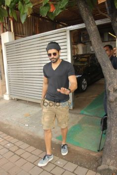 Farhan Akhtar Spotted At Band Stand In Bandra
