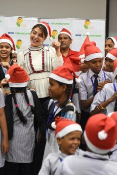 Jacqueline Fernandez Celebrates Christmas With RPG Foundation Kids 'Pehlay Akshar'