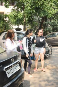 Shraddha Kapoor Spotted With Friends At Kitchen Garden In Bandra
