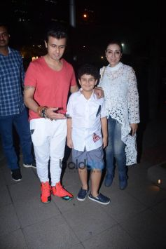 Sonu Nigam With Family Spotted At Nara Thai BKC Bandra