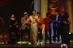 Akshay Kumar & Sonam Kapoor Part Of Sa Re Ga Ma Pa Marathi Grand Finale
