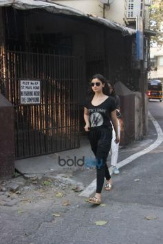 Alia Bhatt Spotted At Dubbing Studio Bandra