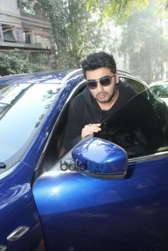 Arjun Kapoor Spotted At Hakim Aalim Salon In Bandra