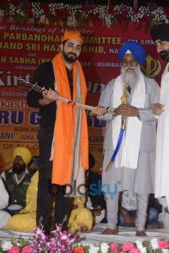 Celebs In Sikh Kirtan At Juhu