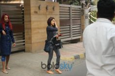 Genelia D'Souza Spotted At Bandra