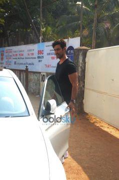 Kunal Kapoor Spotted At Bandra